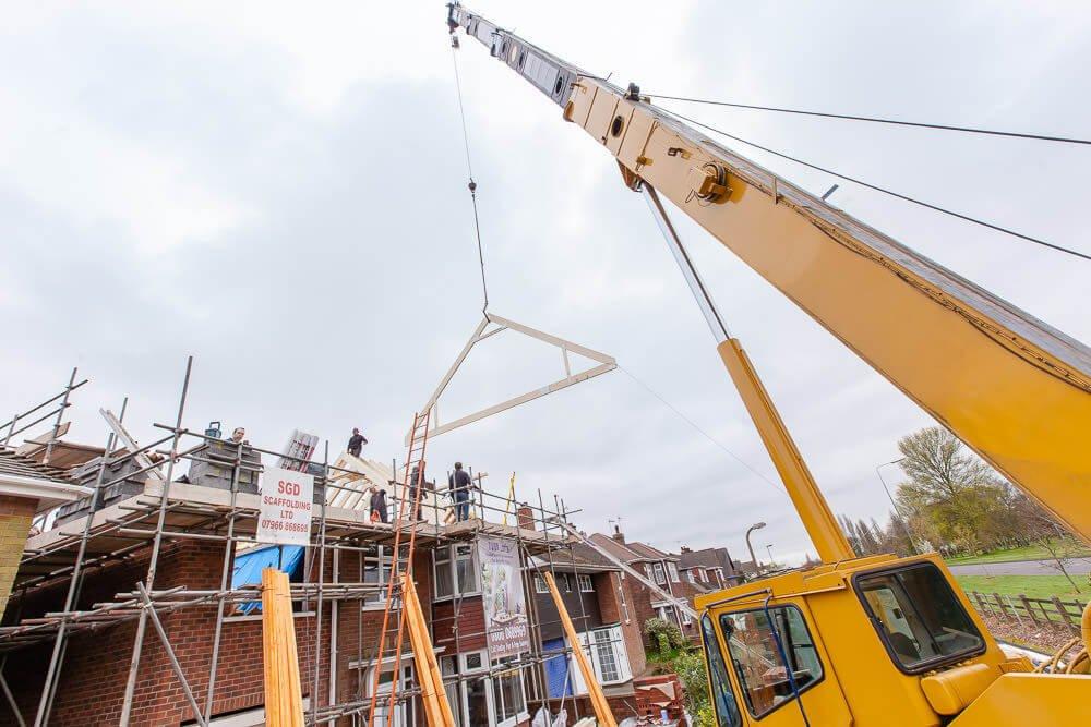 roof lift crane lifting in process