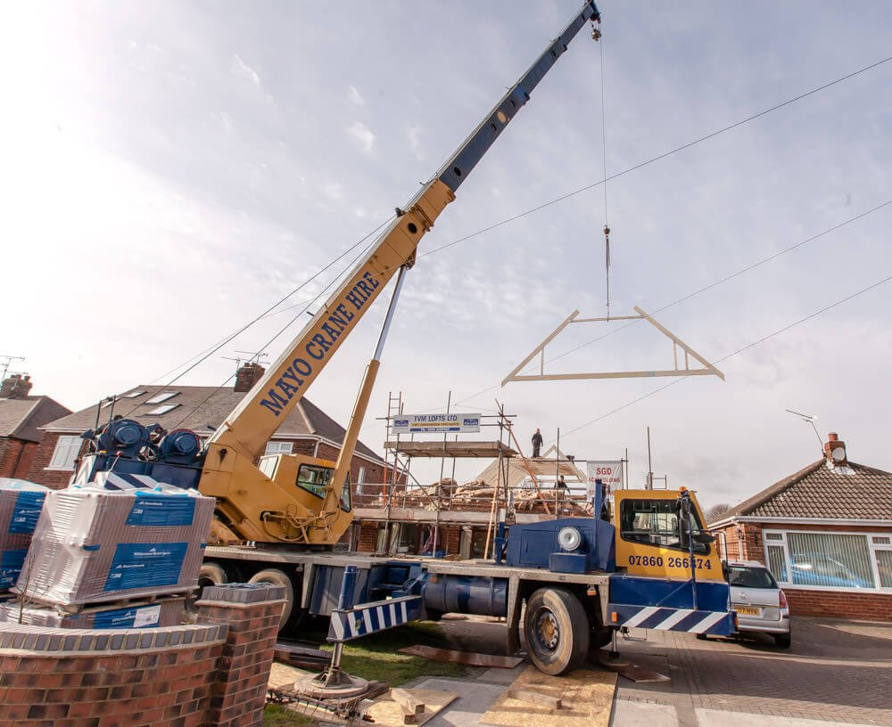 roof lift with a crane